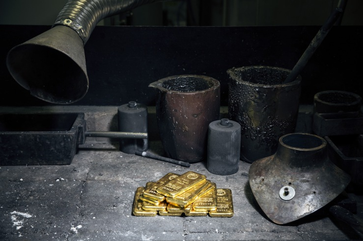 1-kilogram gold bars ready to be divided into pieces and melted.